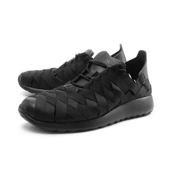 timeless design ad684 40cd0 Nike Roshe Run Woven Black Like New! Nike. M5be61d82aa5719f789dbd4cf.  M5be61dd612cd4aa373573378. M5be61dd5c9bf50b8824dc09c.  M5be61dd2a31c3326efadb18f